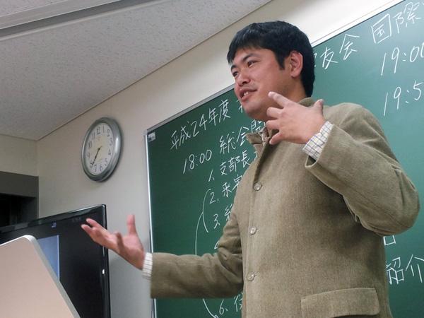 国際開発学部3期卒 佐藤敦さんによる講演